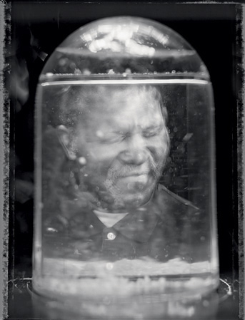 Джон Гарднер, автор этой фотографии, как и некоторые другие фотографы из SWPC, постепенно терял зрение с детства в результате пигментной ретинопатии. Сейчас он может только различать свет и темноту.