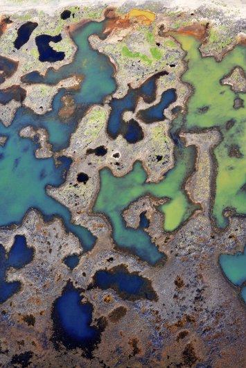 """3. «Фото с воздуха всегда меня вдохновляли. Эти пейзажи и с земли кажутся невероятными, но с высоты птичьего полета они просто потрясающи». На фото: Ландейясандюр. (Sandro Santioli, Solent News & Photo Agency) - """"птичий полет"""""""