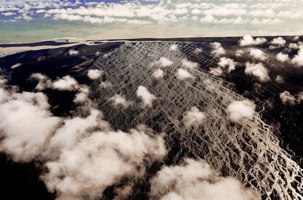 "10. Скейдаррсандюр, Исландия. (Sandro Santioli, Solent News & Photo Agency) - ""птичий полет"""