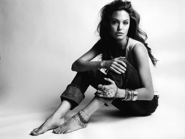 Angelina Jolie - Allure November 2004 02