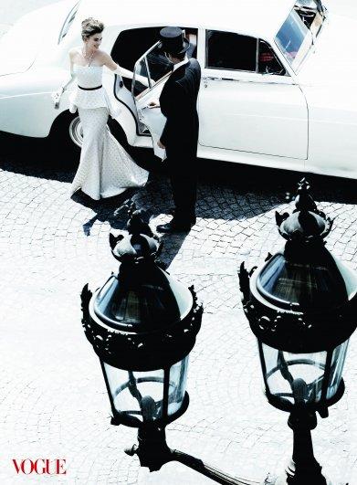 Anne Hathaway - Mario Testino Photoshoot 2010 for Vogue 02