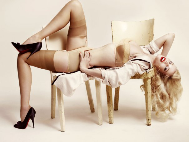 Claudia Schiffer - Mario Testino Photoshoot 2008 for Vogue Germany 02