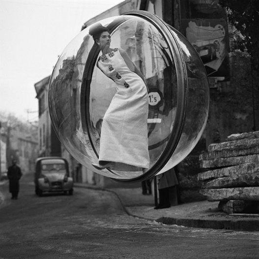 """Bubble on the Seine"""