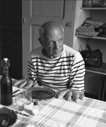 Робер Дуано. Хлеб Пикассо. Валлорис, 1952. © Atelier Robert Doisneau