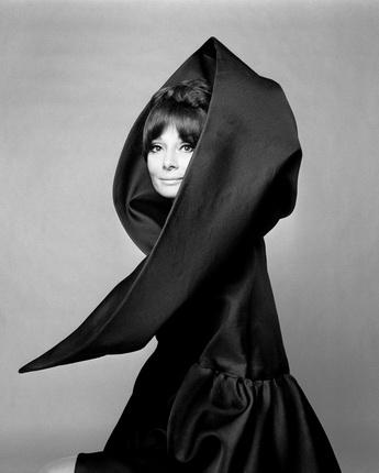 Джан Паоло Барбьери. Одри Хепберн в Valentino. Vogue Italia. Рим. 1969. © GIANPAOLOBARBIERI. Courtesy Gian Paolo Barbieri
