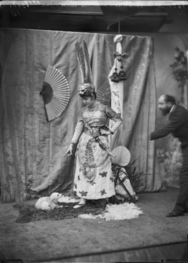 Студия Надара. Мадемуазель Лантельм в постановке «Принц Солнца», театр Шатле. 1889