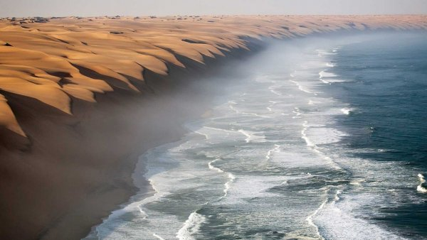 Захватывающие места Пустыня Намиб встречается с Атлантическим океаном