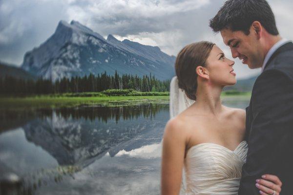 свадебные фотографии портрета на фоне гор