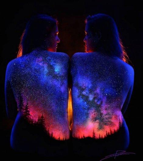 .. Фантастические светящиеся пейзажи на телах ..!!! - №7