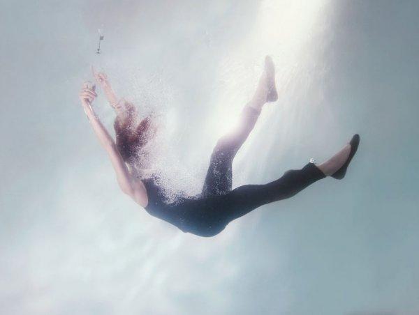необычные портреты девушек под водой