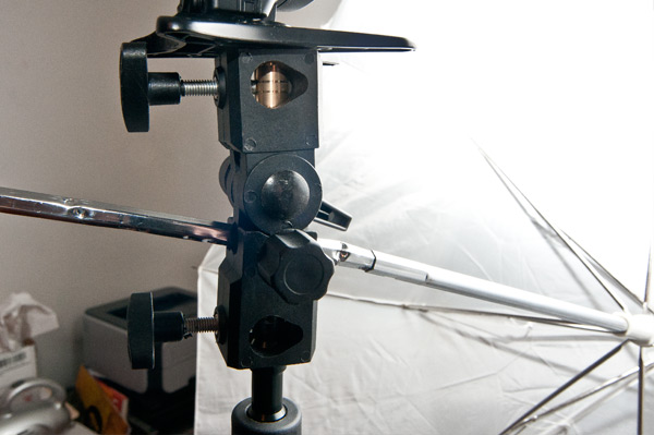 Осветительное оборудование – кронштейн