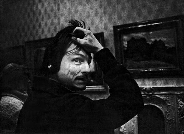 Фарит Губаев. Тарковский в музее, 1980-е. Коллекция Государственного музея изобразительных искусств Республики Татарстан © Фарит Губаев