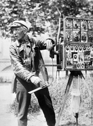 Уличный фотограф,1920 год.