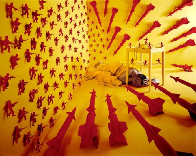 Баланс между фантазией и реальностью от фотографа Sandy Skoglund - №5