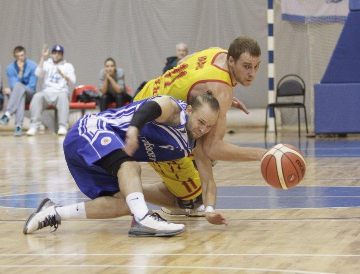 Автор: Андрей Лыженков - фотография сражения за мяч