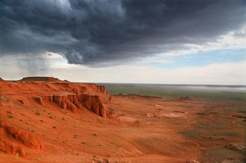 Гроза над Красной скалой. Монголия