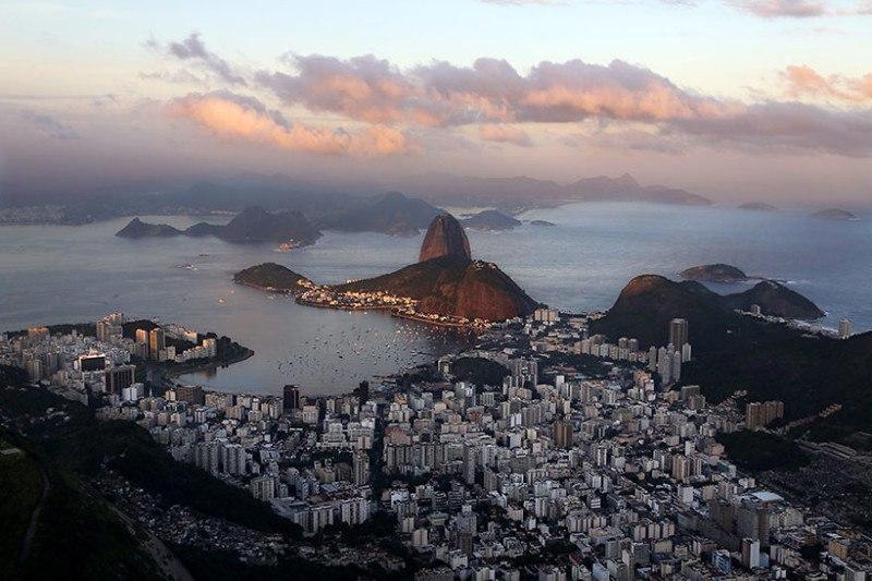Вид на Рио-де-Жанейро и скалу Сахарная голова