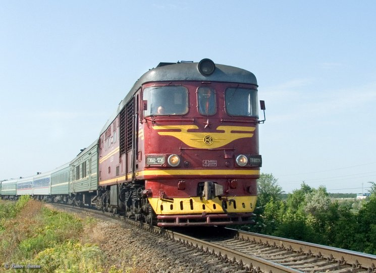 Diesel locomotive TEP60-1236 with train