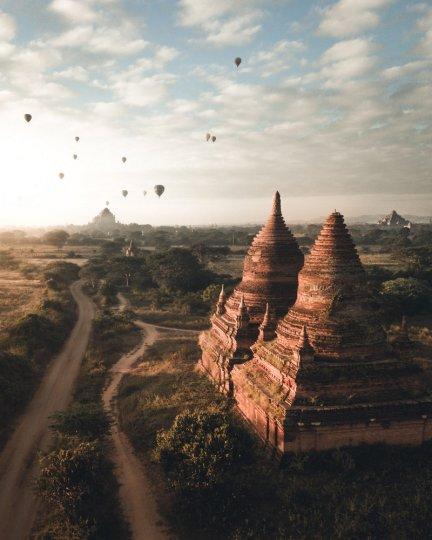 2 место. Восход солнца в Багане, Мьянма. Автор фото: Витольд Зиомек.