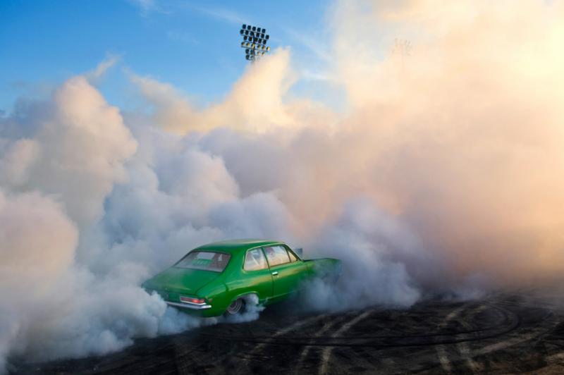 Захватывающие кадры с Burnout Competition - №6