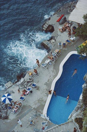 Высшее общество у бассейна в фотографиях Слима Ааронса - №32