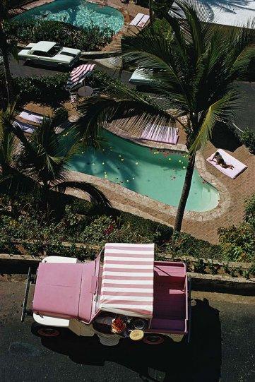 Высшее общество у бассейна в фотографиях Слима Ааронса - №35