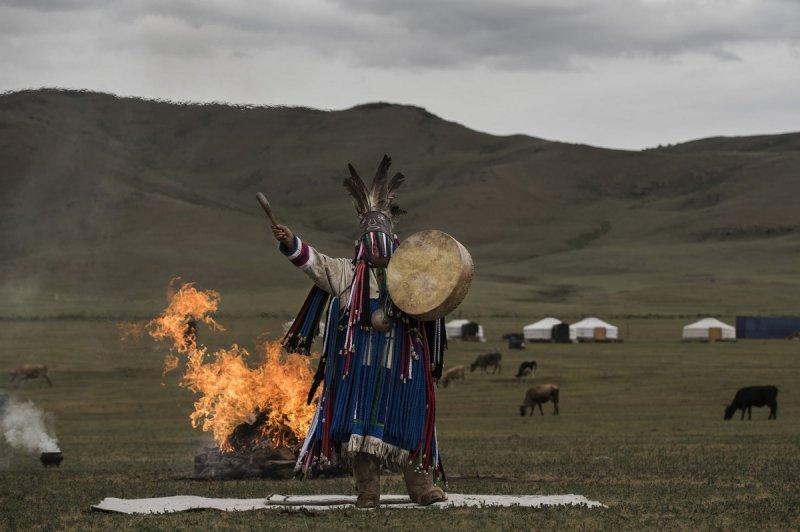 Фоторепортаж: шаманские ритуалы Монголии - №10