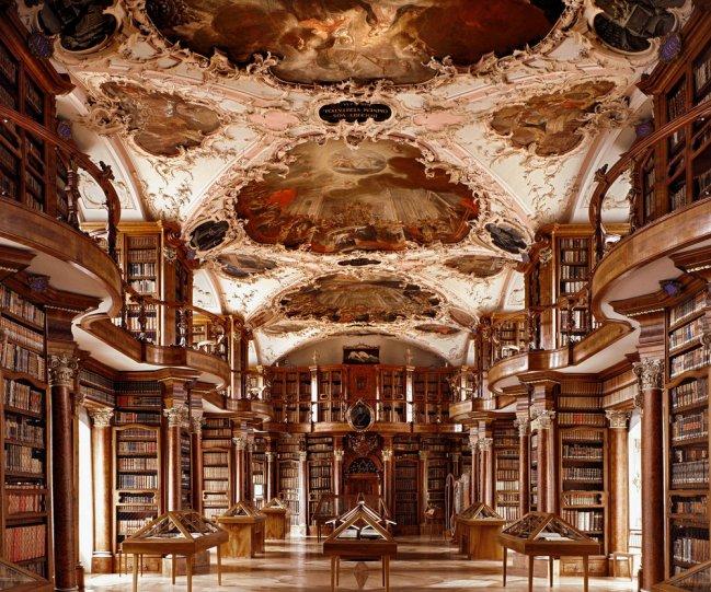 Библиотека монастыря Святого Галла. Санкт-Галлен, Швейцария.
