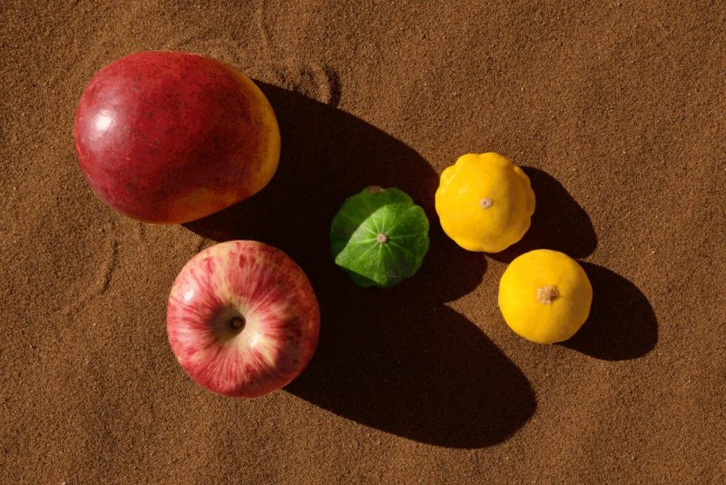 Фотосерия «Еда делает сюрреалистичные вещи в пустыне» - №12