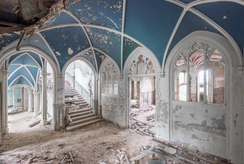 Заброшенные дворцы Европы - №8