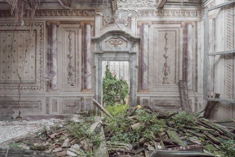 Заброшенные дворцы Европы - №12
