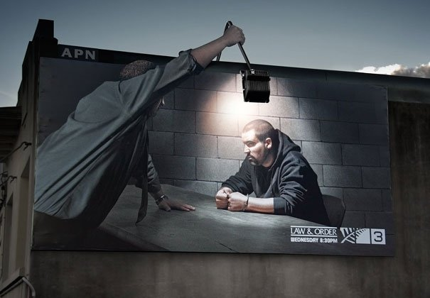 ТОП фото. Реклама сериала «Закон и порядок» на TV3