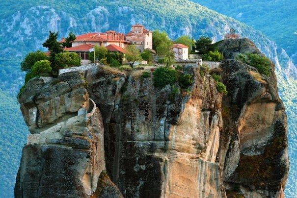Метеоры - монастыри на отвесных скалах в Греции - №1