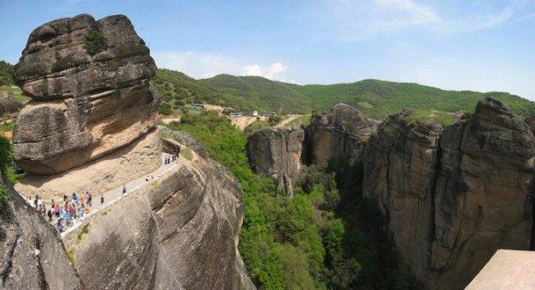 Метеоры - монастыри на отвесных скалах в Греции - №2