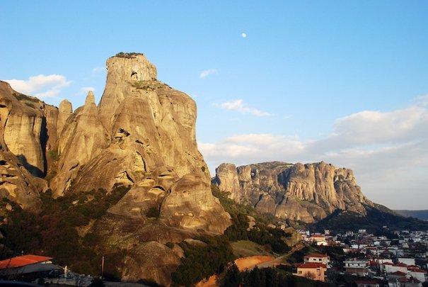 Метеоры - монастыри на отвесных скалах в Греции - №3