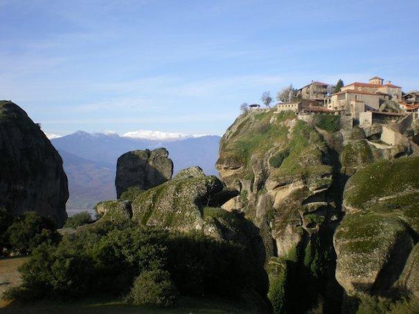 Метеоры - монастыри на отвесных скалах в Греции - №5