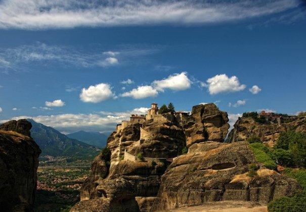 Метеоры - монастыри на отвесных скалах в Греции - №6