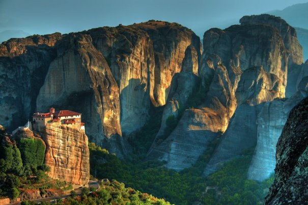 Метеоры - монастыри на отвесных скалах в Греции - №8