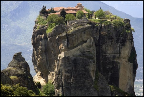 Метеоры - монастыри на отвесных скалах в Греции - №10
