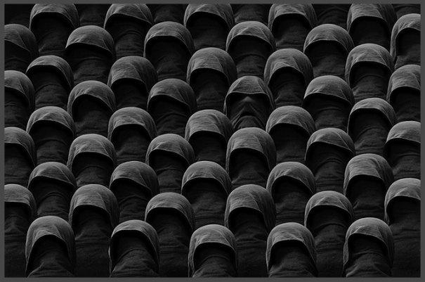 Концептуальные черно-белые фотографии Миши Гордина/Misha Gordin - №2