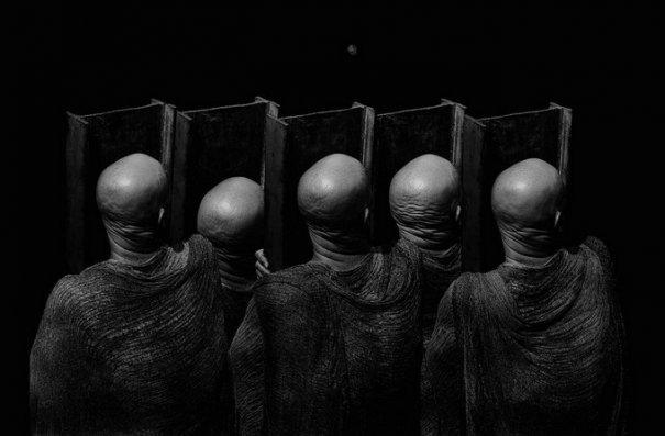 Концептуальные черно-белые фотографии Миши Гордина/Misha Gordin - №4