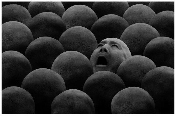 Концептуальные черно-белые фотографии Миши Гордина/Misha Gordin - №6