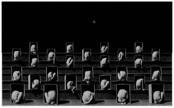 Концептуальные черно-белые фотографии Миши Гордина/Misha Gordin - №8