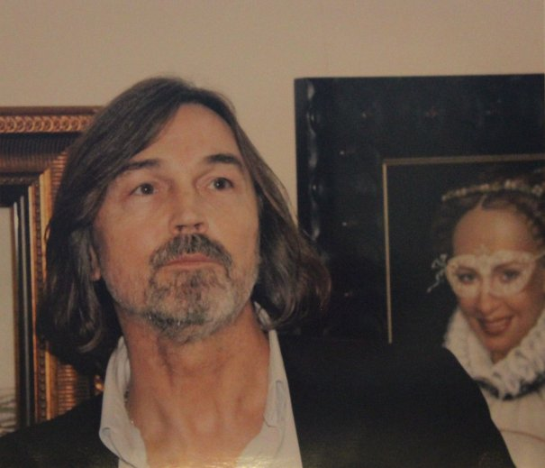 портрет Никаса