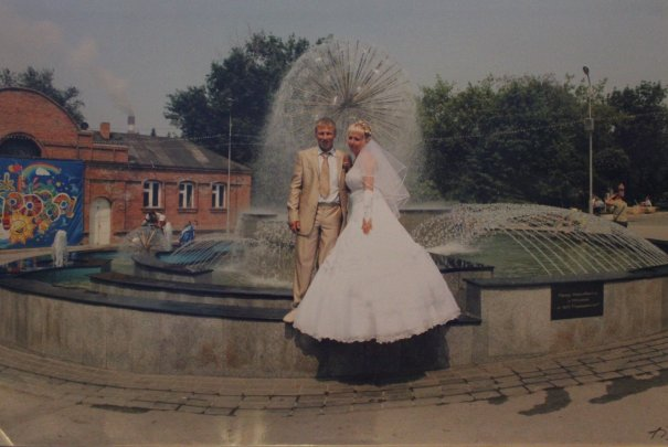 Молодожёны у фонтана
