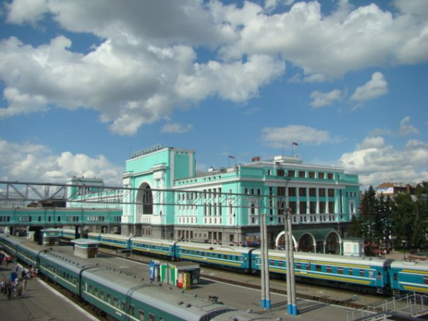 ЖД вокзал и ЖД пути на Главном orig