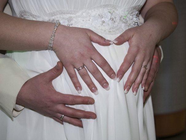 Если невеста беременна — время прогулки на пленере лучше сократить