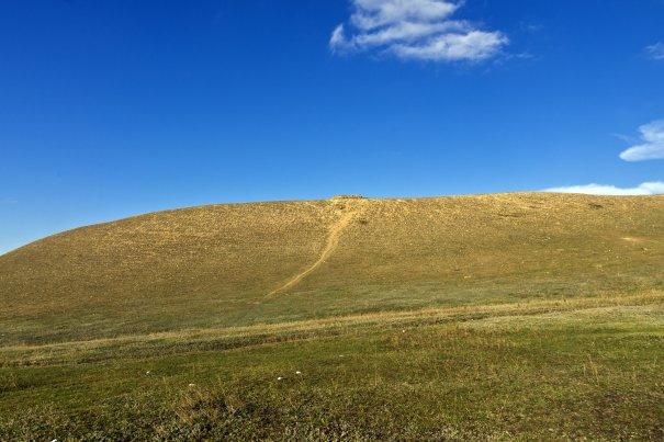 Могила Нур-ад-Дина, сына Идегея находится на соседней горе