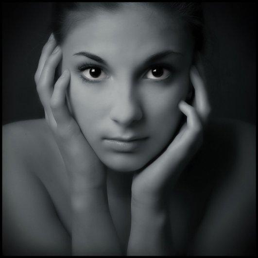 фото девушек черно белое