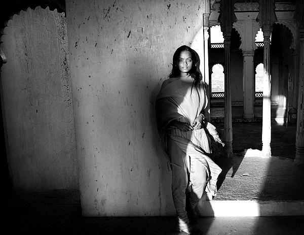 черно белый портрет девушки